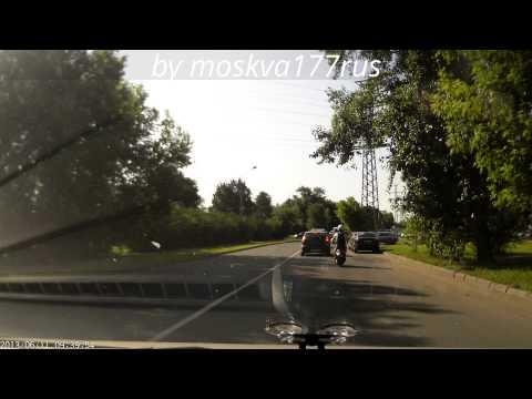 (ДТП)Машина проехала по голове скутериста, водителя спас шлем