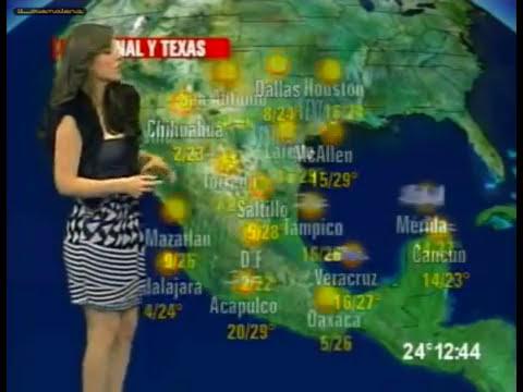 Briana Chavez falda estampada negra gris y saco