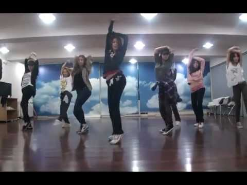 Girls' Generation (소녀시대) - The Boys Official Dance Version (practice Room) video