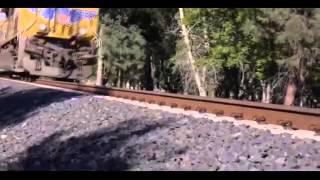 Поезд переехал iPhone 5S!!!iPhone 5S vs TrainWill it Survive