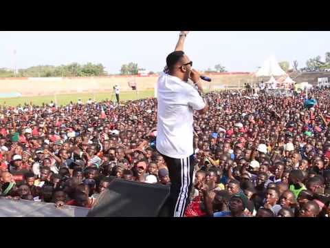 Rich Mavoko Perfomed At Mwanza Komaa Concert