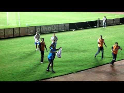 Lobo Gral marca o 5º gol do Bahia sobre o ASA no Estádio de Pituaçu, em Salvador. A torcida foi ao delírio e o Bahia ficou mais perto do retorno à elite do futebol brasileiro.