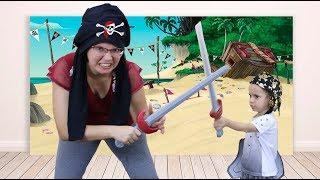 Mãe e Filho Brincando de Piratas do Caribe Dany e Cadu