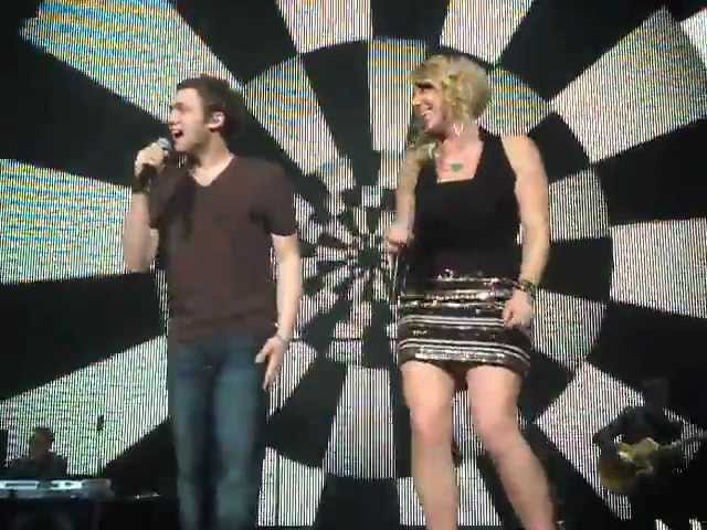 Bra thrown on stage during Phillip Phillips & Elise Testone - Somebody That I Used To Know