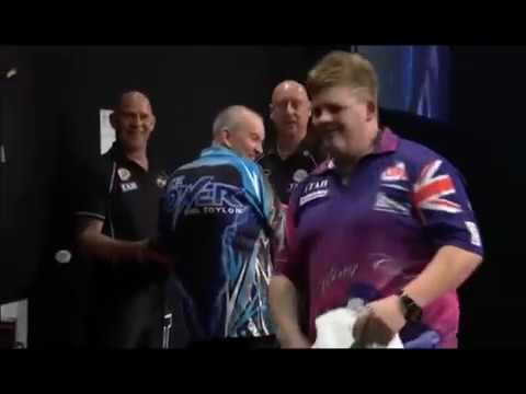 Corey Cadby didn't sign Phil Taylor's Dartboard - 2017 PDC Auckland Masters
