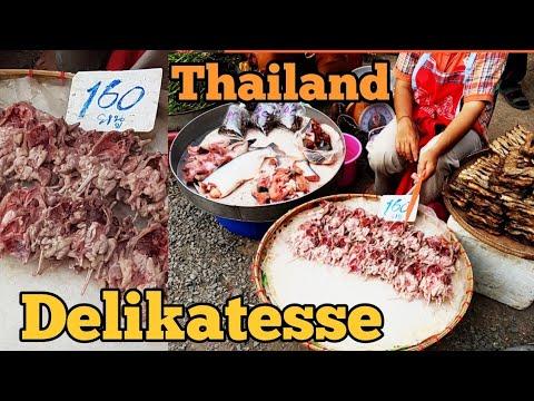 Auf der Suche nach einer delikatesse in Nord Thailand / Thailand - Reisen - Markt - Essen