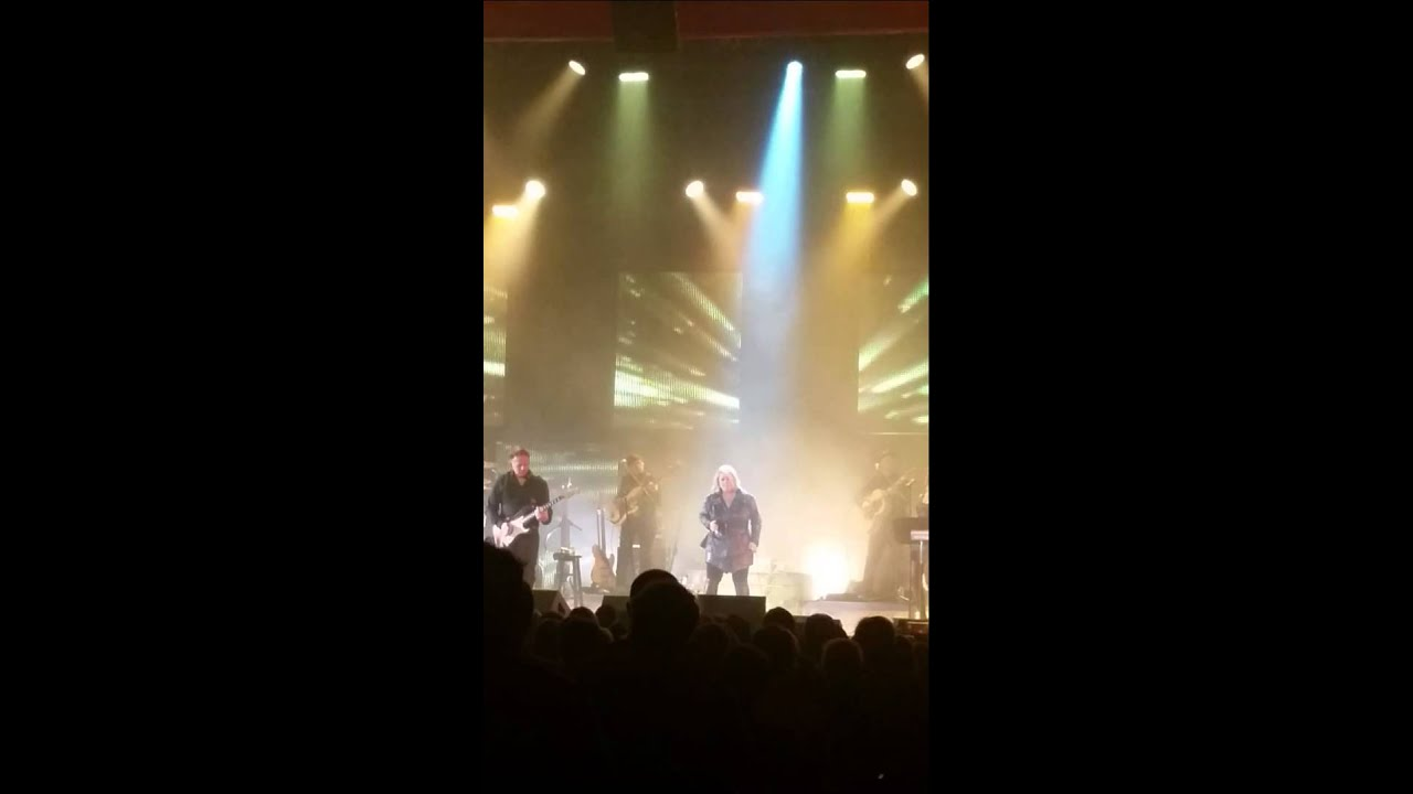 "Jann Arden with ""Karolina"" live in Montreal 2014 - YouTube"