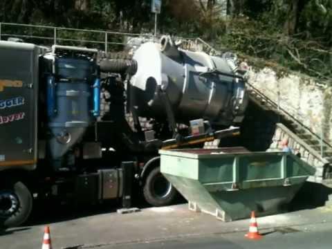 CAPGEO - Svuotamento della cisterna in una benna
