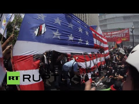 Philippines: Anti-Obama protesters in Manila burn US flag
