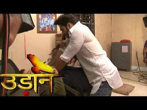 Udaan Sooraj Vivaan Fight Scene For Chakor चकोर के लिए सूरज ने की विवान की पिटाई thumbnail