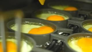 przygotowywanie jajek w McDonald's