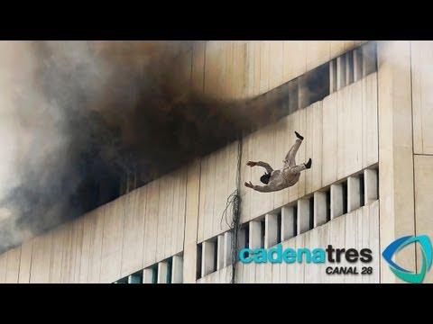 Mueren 2 personas al saltar de un edificio en llamas en Pakistán