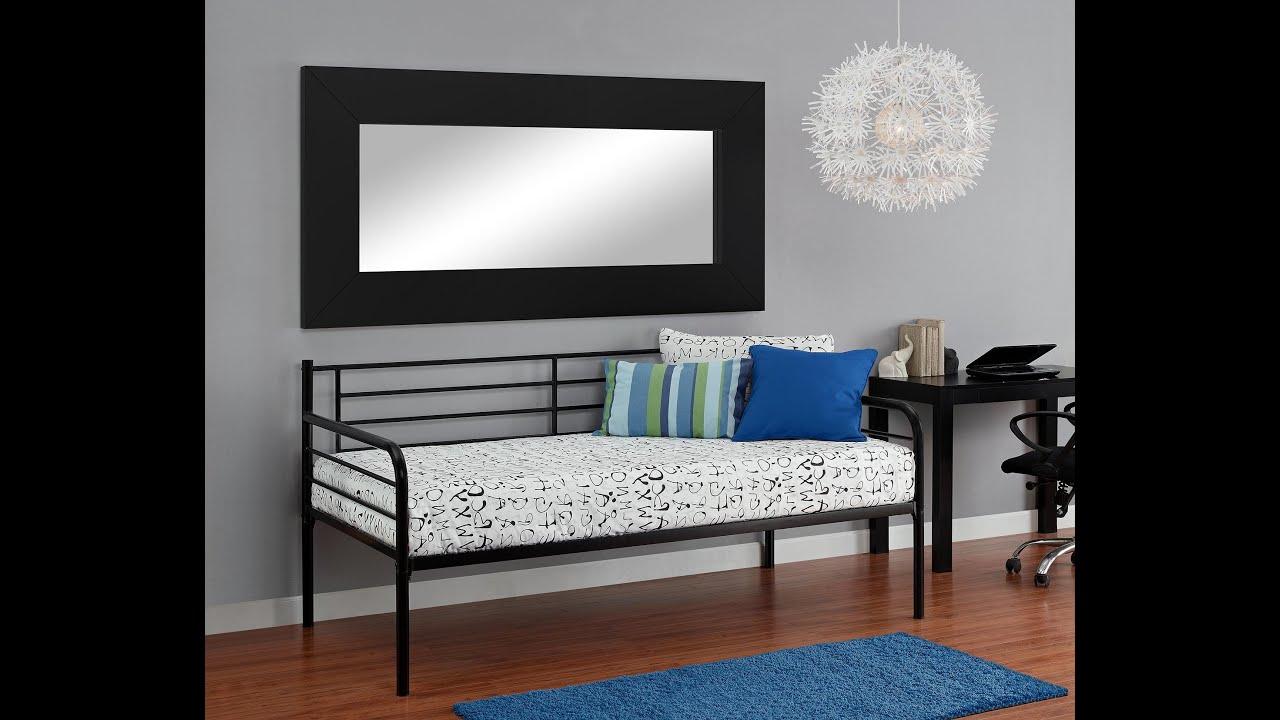 Metal frame daybed