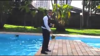 Männer werfen Brautstrauss!