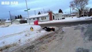 Funny People Falling on Ice Compilation 2017