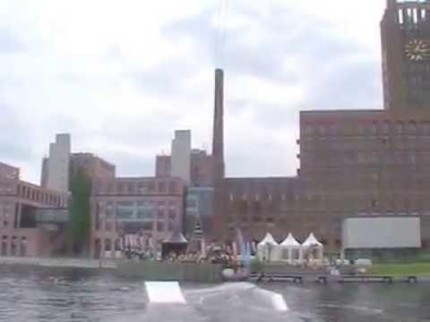 Berlin Tempelhofer Hafen Wakeboard An das Cable fertig los