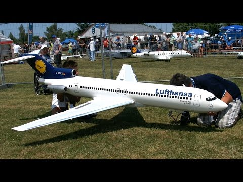 BOEING 727 GIANT RC SCALE AIRLINER TURBINE MODEL JET LOW PASS FLIGHT / Airliner Meeting Airshow 2015