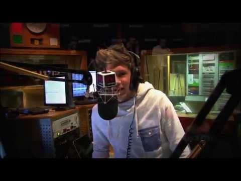One Direction - Niall James Horan Singing
