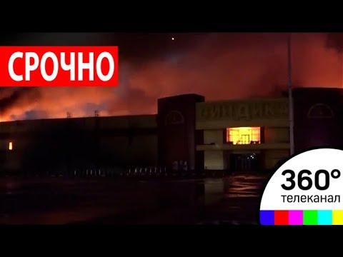 Пожар на строительном рынке Синдика на западе Москвы тушат уже более 5 часов
