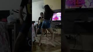 Duas primas dançando!