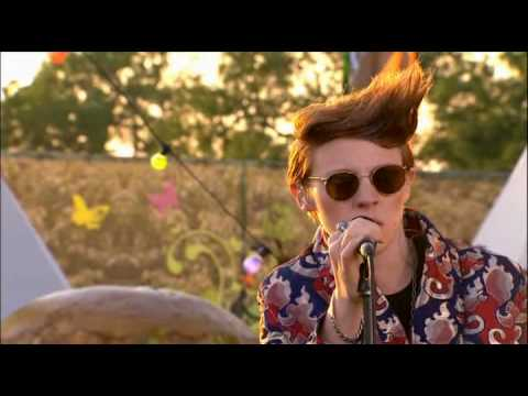 La Roux - Bulletproof [live Glastonbury '09] Music Videos