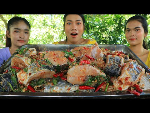 Play this video Yummy cooking fish boiled with chili recipe - Amazing cooking