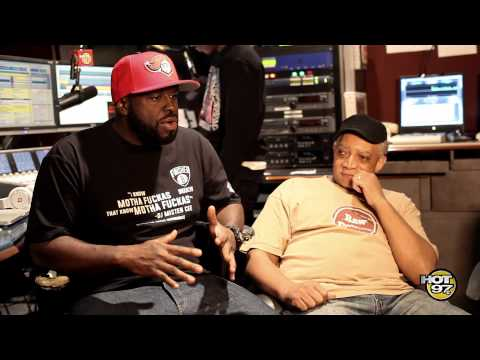DJ Mister Cee, Funk Flex, Red Alert,  Diddy & Method Man celebrate