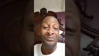 Funny guy with no teeth singing