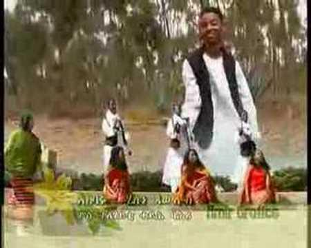 Helen Pawlos Sings /AKBARU/ Eritrean Tigres Song