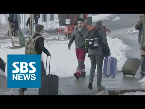 가방 끌며 걸어서 공항까지…폭설에 마비된 뉴욕 도심 / SBS