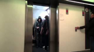 Broma: un Jedi usando la fuerza en el ascensor