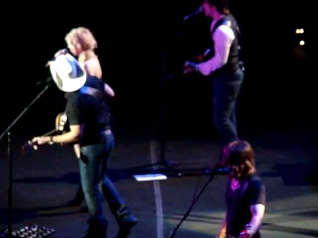 Brad Paisley and The Band Perry - Whiskey Lullaby at Baltimore&#039;s 1st Mariner Arena
