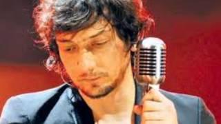 Watch Leon Larregui Brillas video
