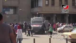 دخول الأمن المركزي لجامعة القاهرة بعد تحطيم بوابات «فالكون»