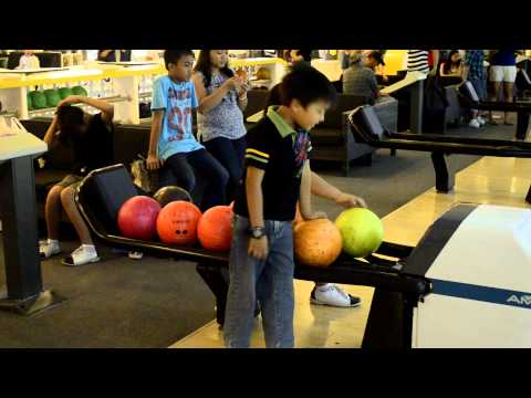 Vin Allen Bowling Action HD