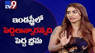 Telugu film industry adores other State heroines || Kathi Mahesh on Sri Reddy - TV9