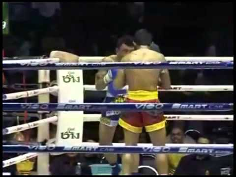 Muay Thai - Fight of the Year Pornsanae 13 Coin gym vs Pakon Sakyotin