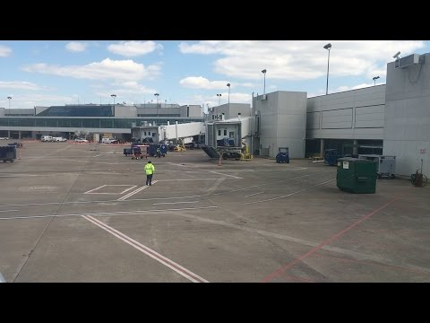 Flying - Landing Into Nashville International Airport (Tennessee, U.S.A.) on American Airlines