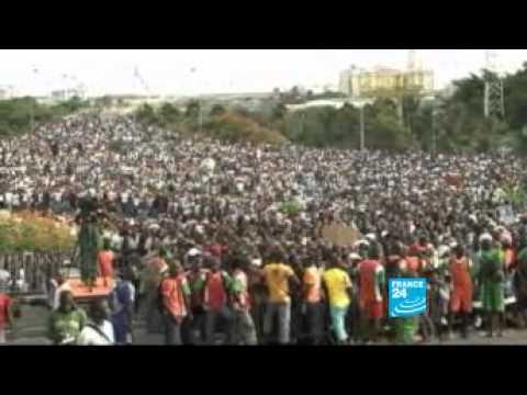 FRANCE 24 - Les forces allies Alassane Ouattara ont atteint Yamoussoukro
