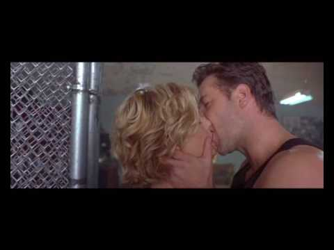 Meg Ryan & Russel Crowe - Kiss Scene... (english subtitle)