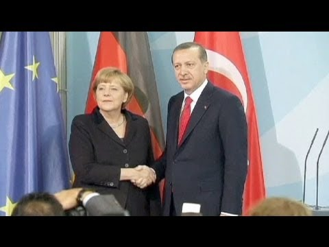 Merkel: Turkey-EU accession talks should continue