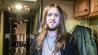 While She Sleeps - BUS INVADERS Ep. 966