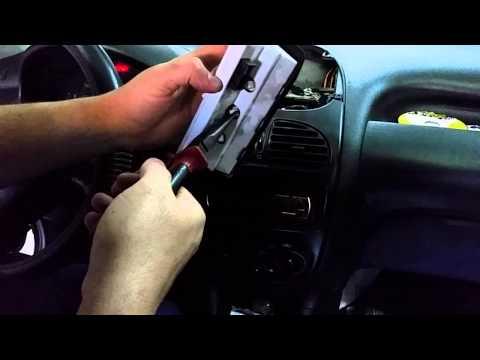 Como trocar a lâmpada do relógio Peugeot 206