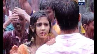 Download Sooraj forces Chakor to dance with him on Dahi-Handi 3Gp Mp4