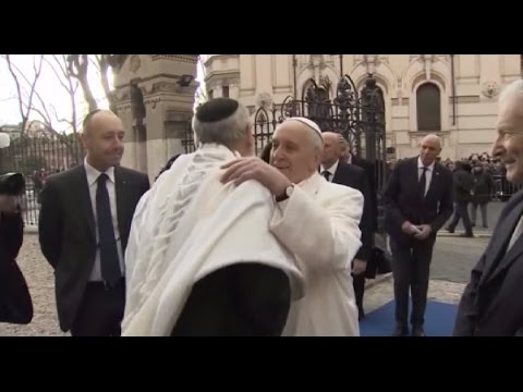 Pope Francis visits Rome's Great Synagogue - Credit: CTV Reuters