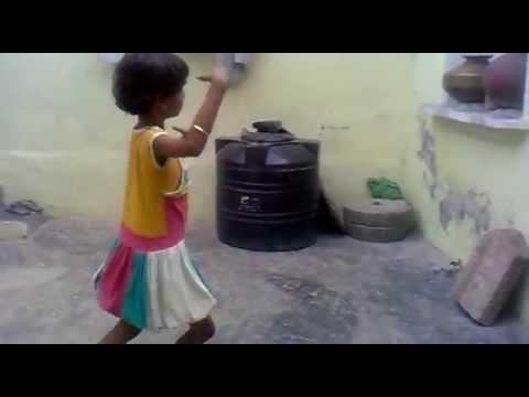 Chiku Dancing On Mere Sar Pe Banta Tokni video