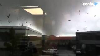 AUCKLAND TORNADO - Raw footage (New Zealand) 2011