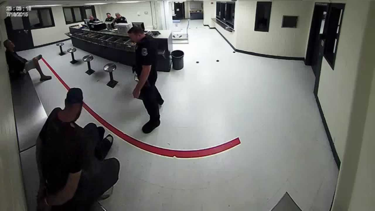 Sarasota police officer apparently throws food at individual - Sarasota County Sheriff's Office