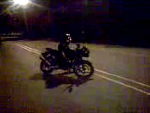 piques pulsar cali colombia (motos piruetas) Video