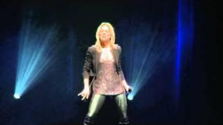 Véronic Dicaire Imite Céline Dion à L 39 Olympia